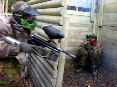 green paintball player entering cabin red defending